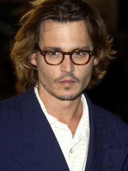 Johnny Depp golpea el peinado
