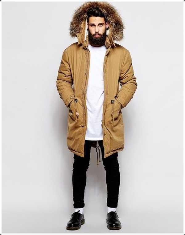 Esta parka con capucha de piel es una necesidad para los largos días fríos de invierno.
