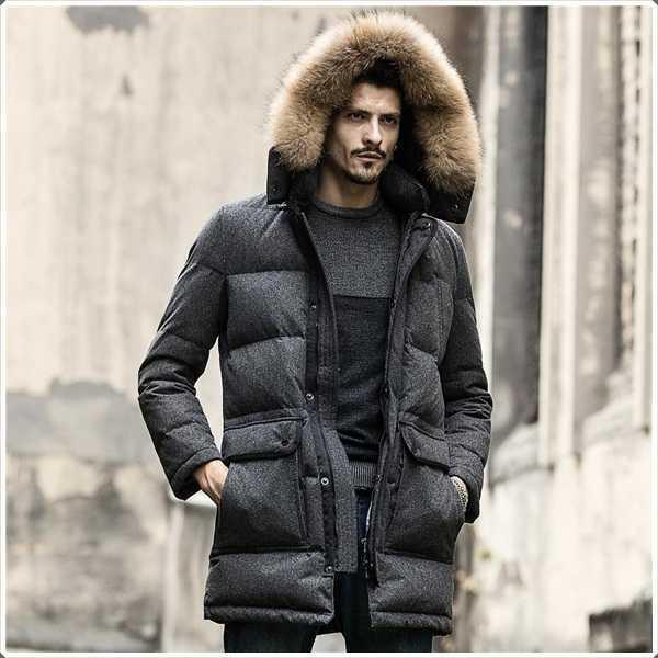 La capucha de piel de esta increíble parka ofrece el calor adicional