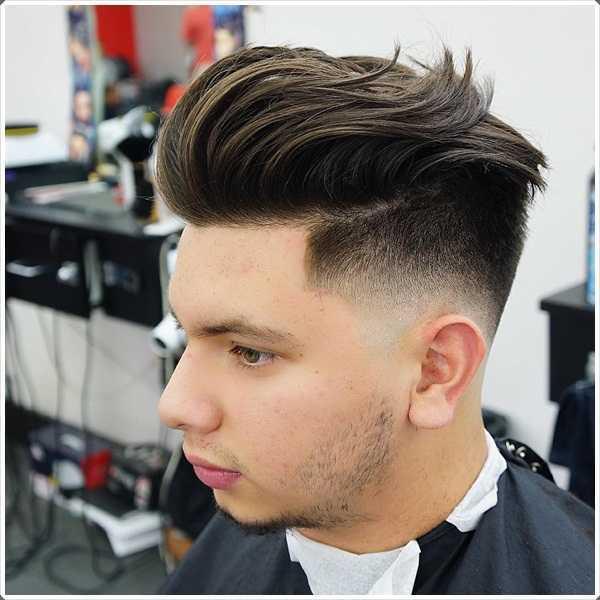 peinado de copete es uno de los peinado único para el pelo corto