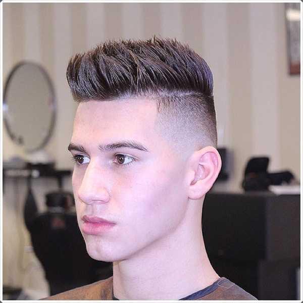 Otro buen peinado es tener el pelo de punta con una alta corte de pelo se desvanecen
