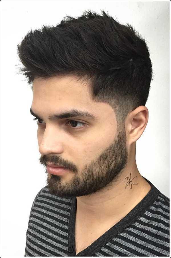 Otro peinado famoso por el pelo corto es el corte de pelo de la forma cónica