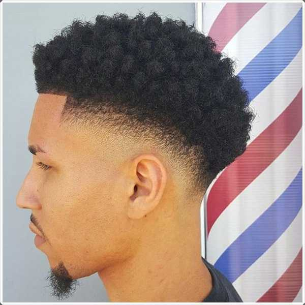 Un peinado muy común en estos días para el pelo corto es el peinado de fundido de alta cónica
