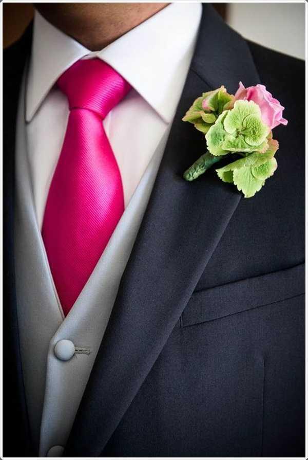 Mostrar a su lado en negrilla con el tono apropiado de la corbata