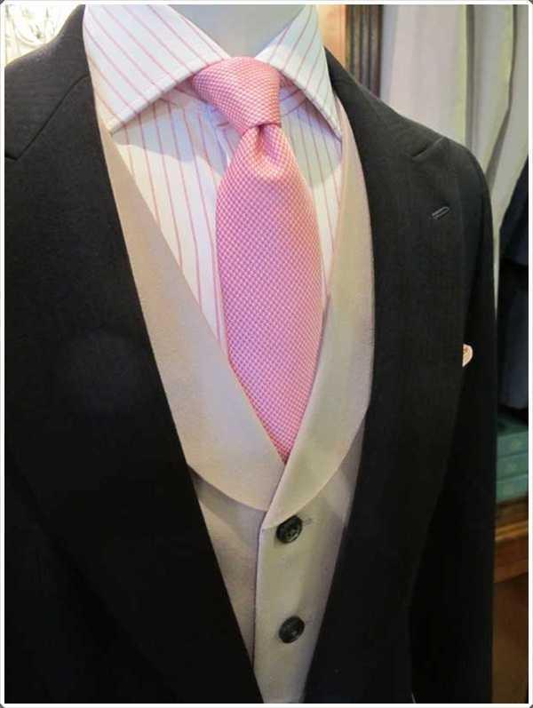 Paran una ocasión formal lazos de color rosa se ven mejor con un abrigo negro