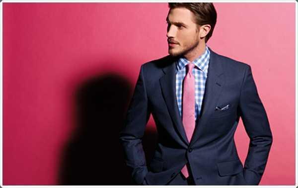 azul y camisa a cuadros blanco hace una combinación perfecta con un lazo rosa.