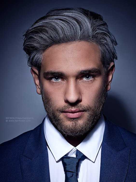 Gray el pelo con mechas para los hombres