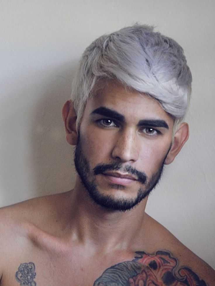 Hombre gris color de cabello