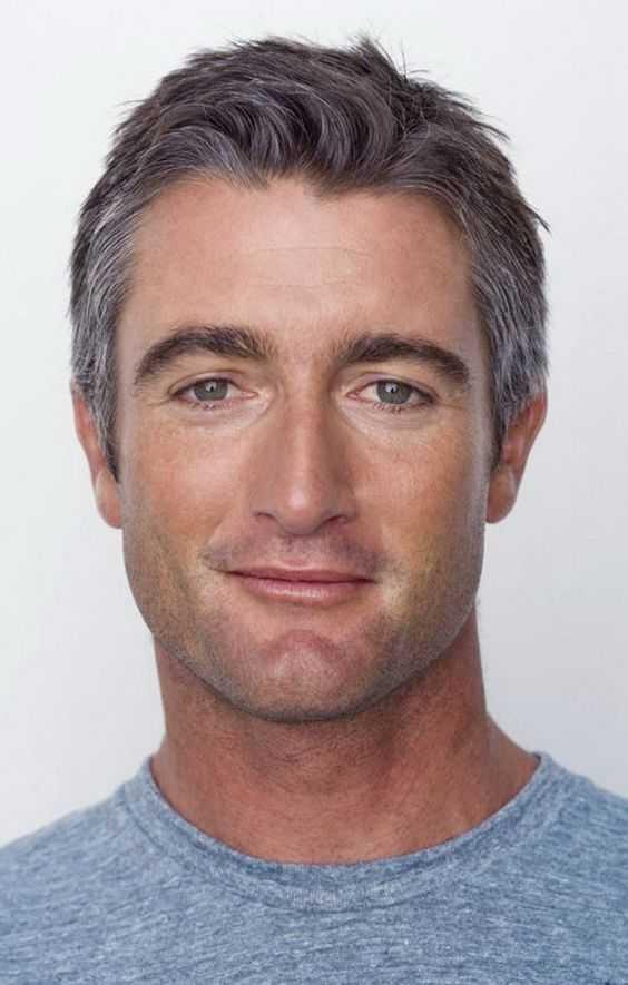 Hombre maduros grises peinados