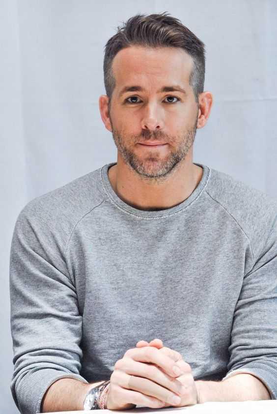 Ryan Reynolds canas