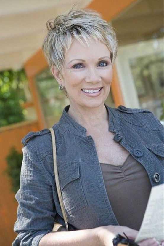 cortes de pelo corto y gris para las mujeres