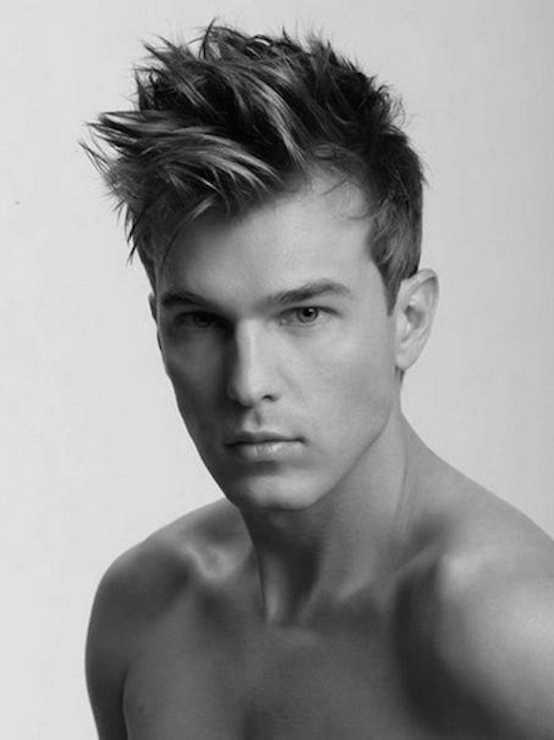 claveteado moderna estilos de cabello para los hombres