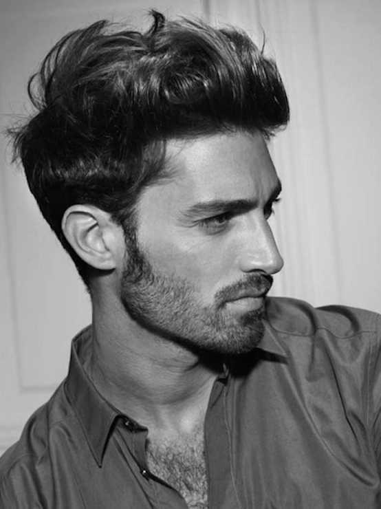 gruesa ondulado peinados modernos para los hombres