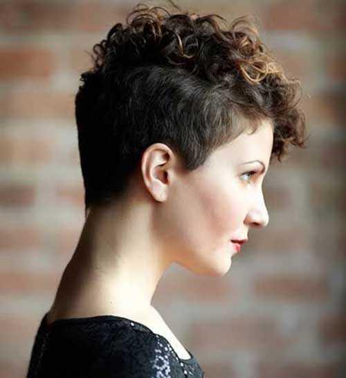 a muy corto rizado-corte de pelo