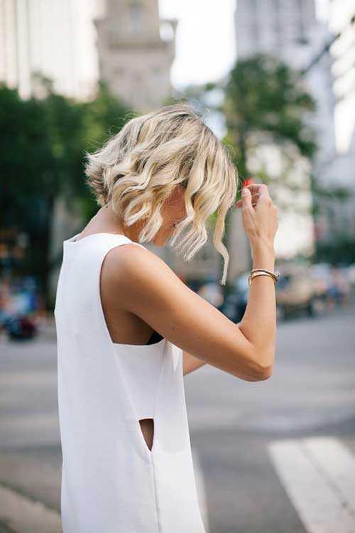 ondulado castaño pelo corto