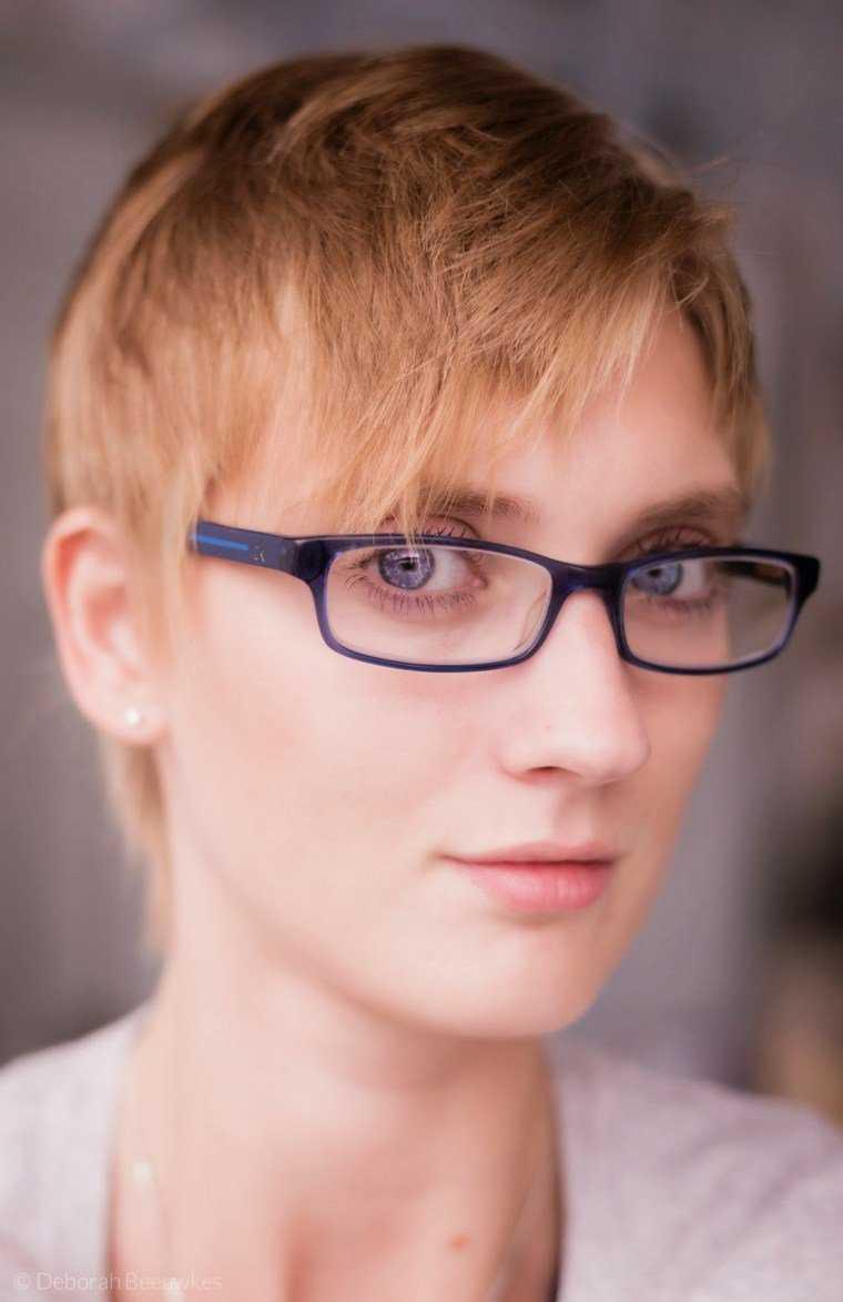 corte-juvenil-mujer-trend-gafas