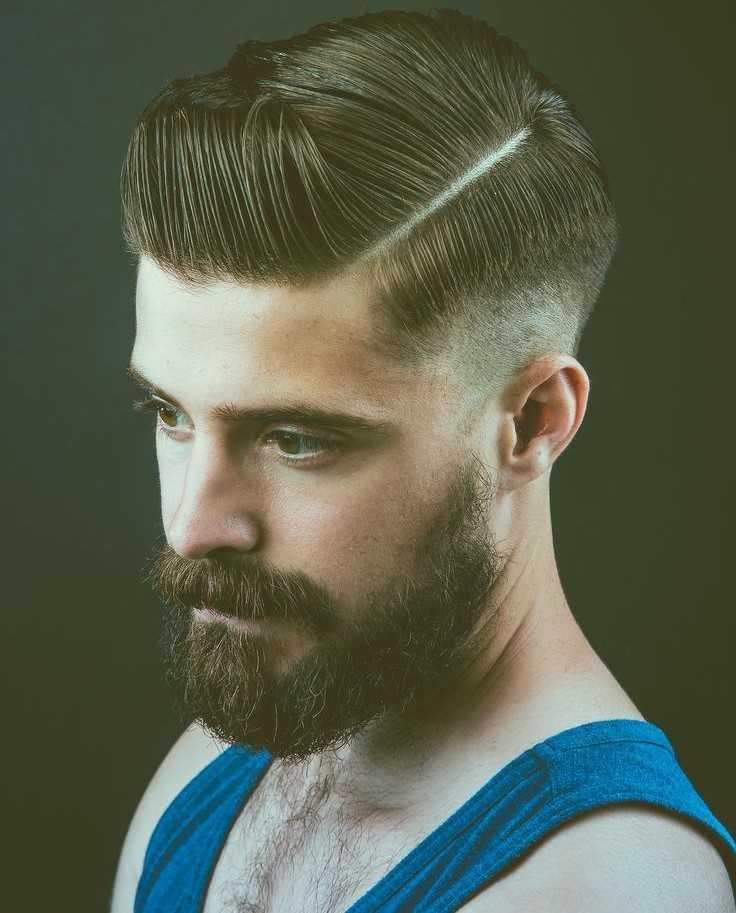 peinados pompadour de la forma cónica de los hombres