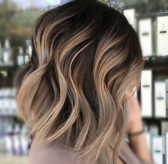 el Encantador de Mediana Longitud y Cortes de pelo para Tu Próximo Look