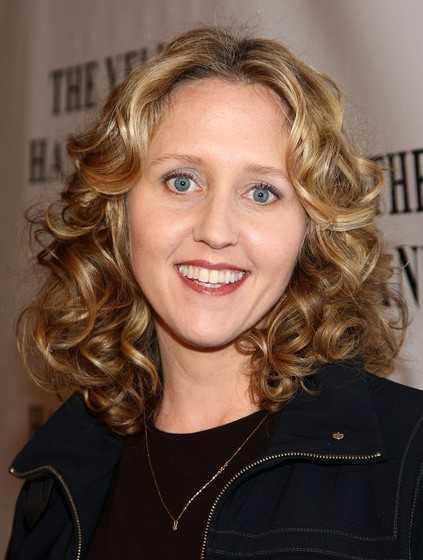 Brooke-Smith-Medium-Curly-Hairstyles