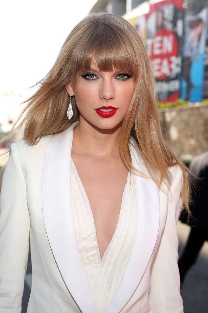 Long-Straight-Hairstyle-With-Bangs